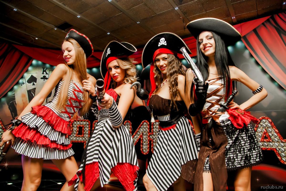 Маски-шоу: когда в клубе тематическая вечеринка
