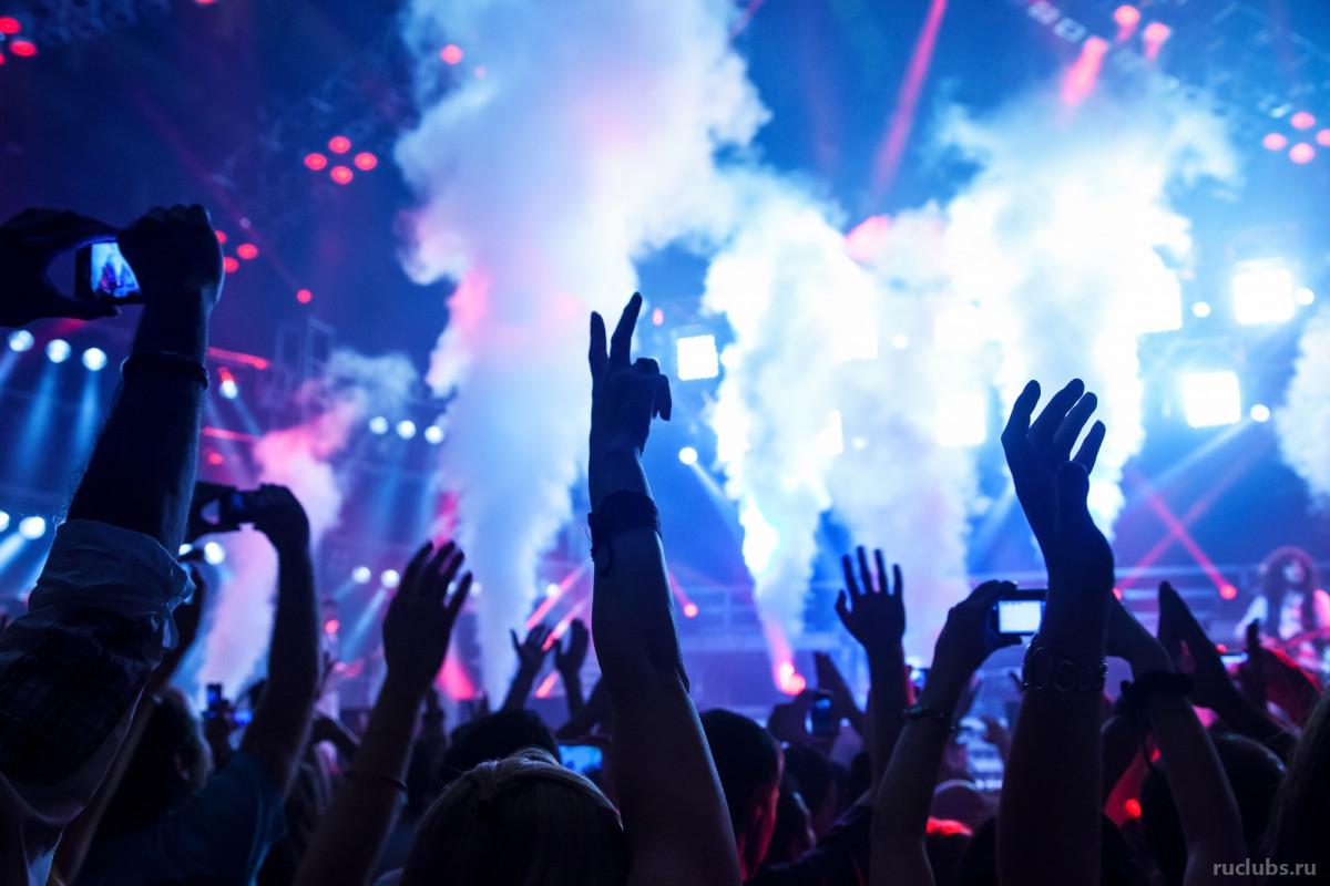 Юные, пьяные, плохо одетые: что запрещено делать в ночном клубе